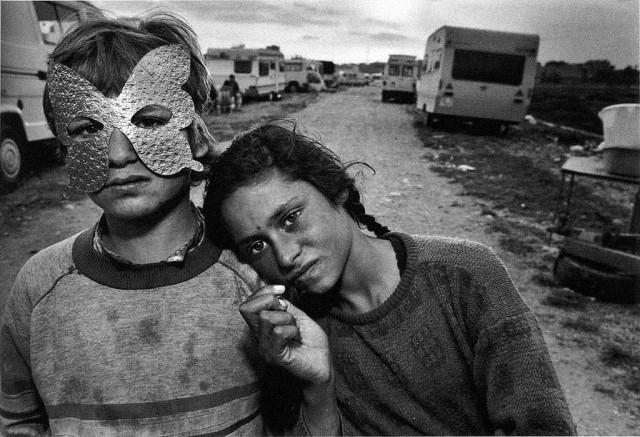 Mary Ellen Mark, Gypsy Camp, Spain 1987
